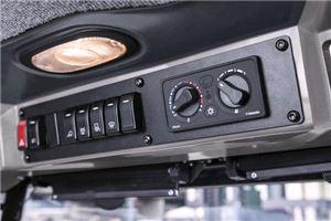 Подметально-вакуумная коммунальная машина Karcher MC 130