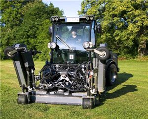 Коммунальная многофункциональная машина Karcher MIC 84 D