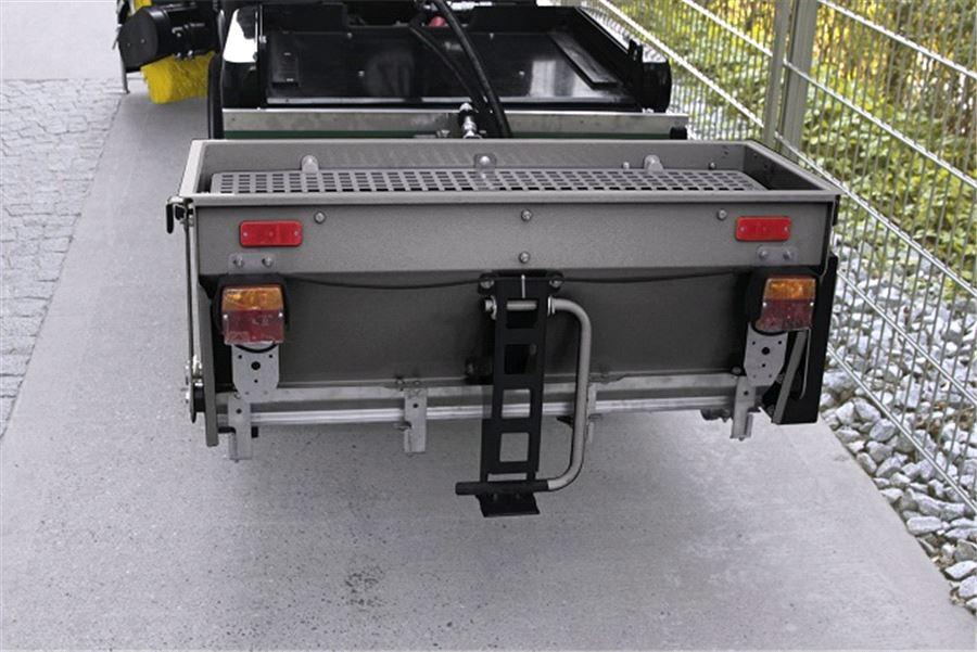 Вальцовый разбрасыватель песка для коммунальной машины Karcher MC 50